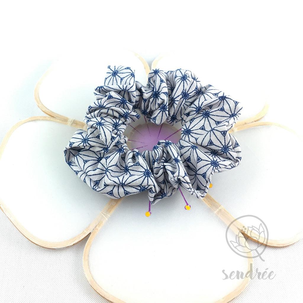 Chouchou fleur bleue sendrée tissu japonais