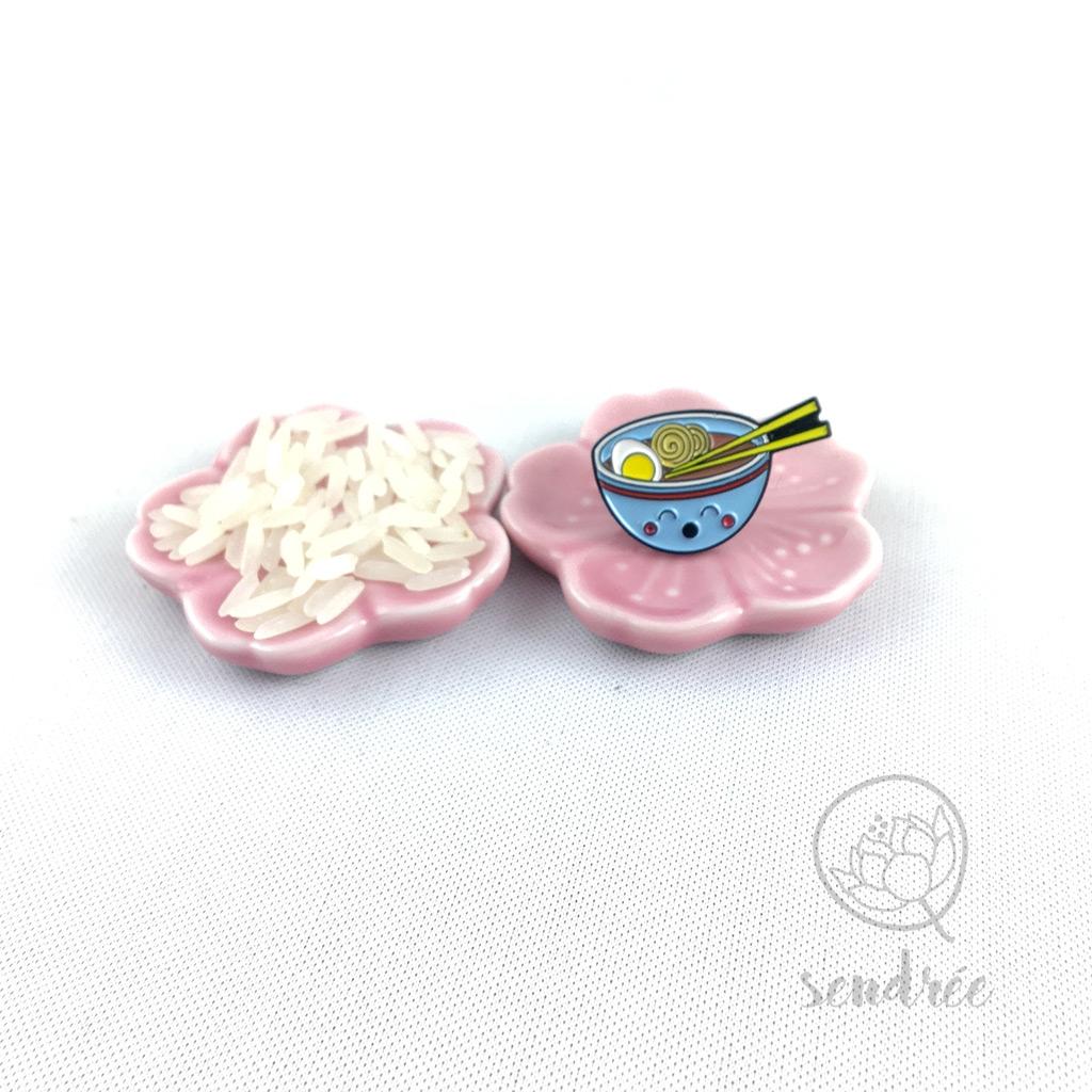 Pin's bol de nouilles kawaii sendrée