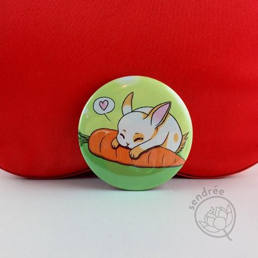 Badge Lapin Carotte sendrée